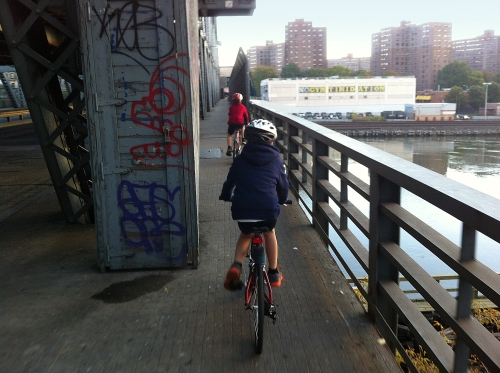 STRAIGHT ON over Harlem River: The whirring of drivetrains, the wailing of despondent souls